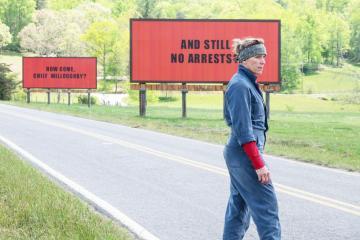 Οι τρεις πινακίδες έξω από το Έμπινγκ, στο Μιζούρι- Ευτυχία κόκκινη