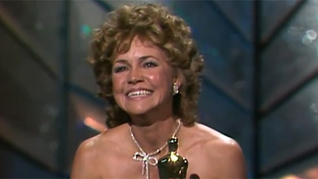 sally-field-oscar.jpg