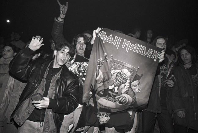 Sarajevo 1994. Frontman kapely Iron Maiden Bruce Dickinson na legendárním koncertu.