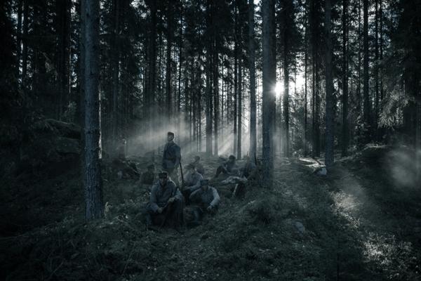 Nádherně prostupující světlo slunce skrz husté finské lesy a krátký odpočinek finské jednotky před dalším bojem v Zimní válce. Film Neznámý voják začíná v Klubu Oko Havlíčkův Brod 8. května od 20:00
