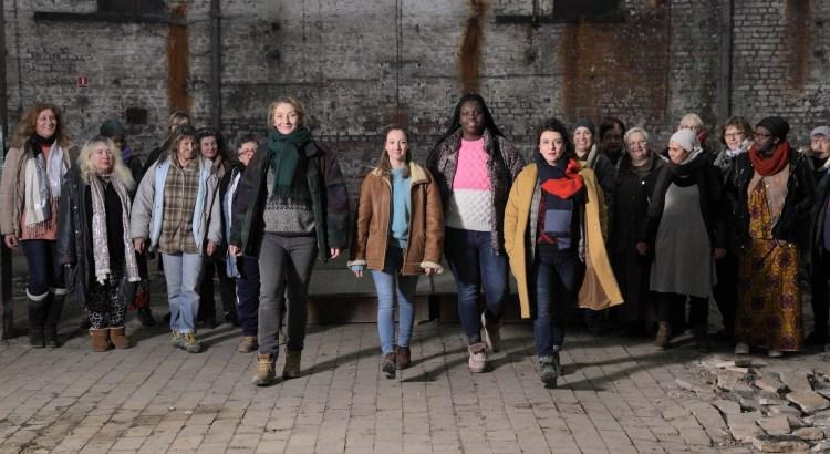 Francouzská komedie Neviditelné startuje už 12. června v Klubu Oko Havlíčkův Brod. Na obrázku je skupina sociálních pracovnic se svými klientkami