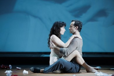 7-halina-reijn-and-jude-law-in-obsession-at-the-barbican-theatre_zpsbe2sibzz