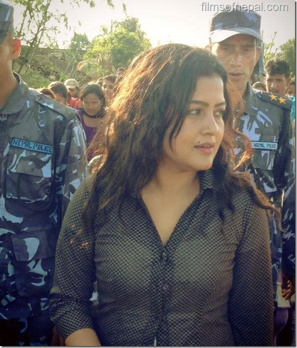 rekha thapa on shooting sets of himmatwali