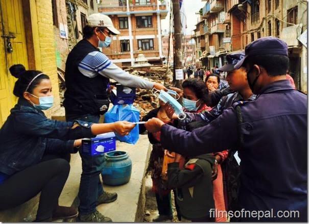 Rekha distributes masks