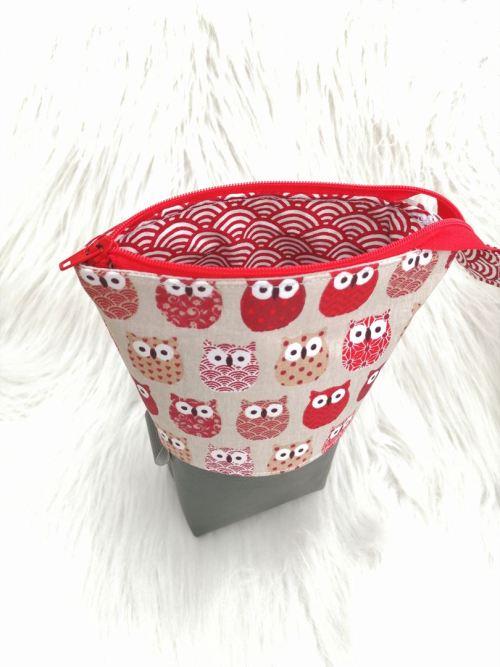 Trousse coulissante motif chouettes rouges