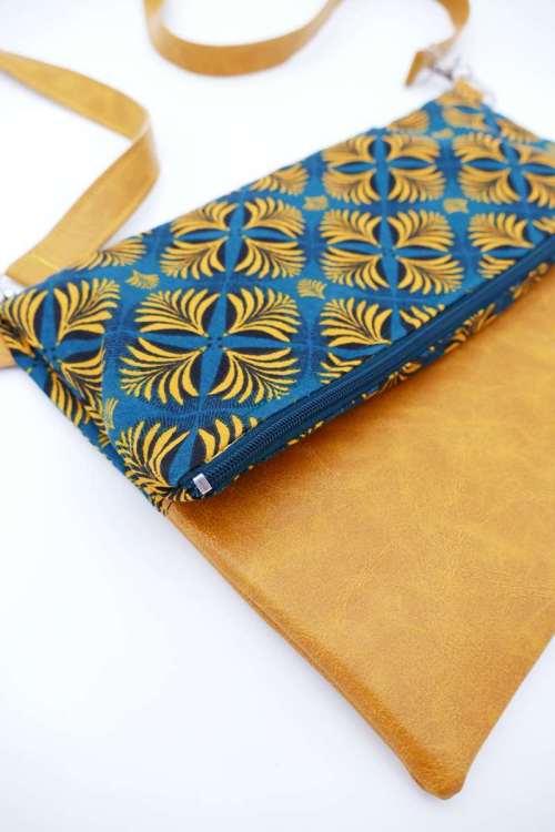 Sac bandoulière style art déco bi-matière simili camel et tissus aux motifs bleu pétrole et jaune moutarde