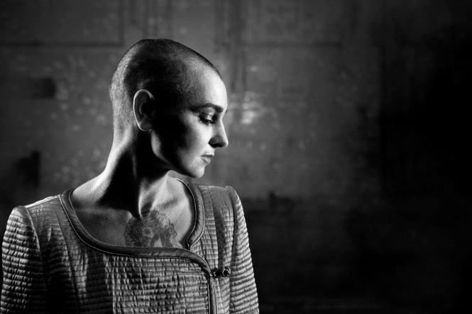 Sinead_OConnor_by_Donal_Moloney_8_6668bw