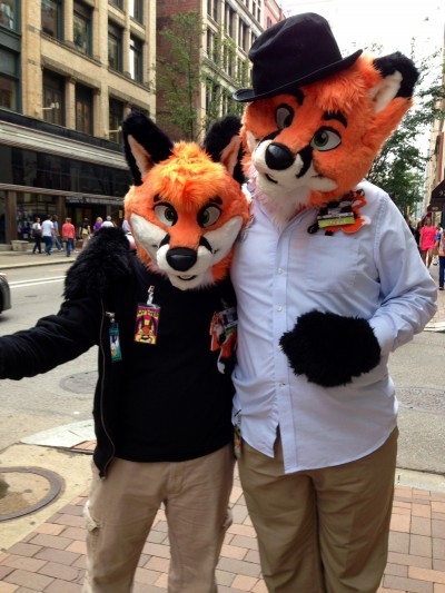 Two hip foxes!