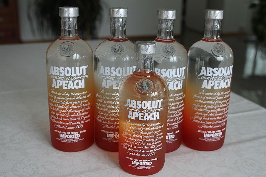 Absolut Apeach 4 x 1 liter & 1 x 0,7 liter