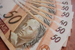 hábitos que acabam com seu dinheiro