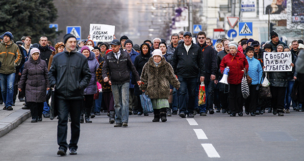 Pro-Russia demonstrators march in Donetsk, Ukraine, on Tuesday. Ukrainian hostilities have prompted the U.S. State Department to postpone the one-day working group that was scheduled at Maplewood-based 3M Co., Minnesota Secretary of State Mark Ritchie said. (AP photo: Andrey Basevich)
