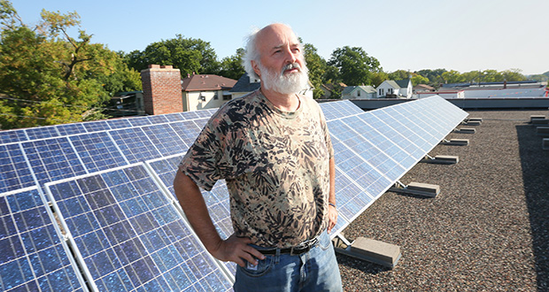 Minneapolis-based Xcel Energy Inc. has agreed to calculate a value for solar on a per kilowatt hour basis after it receives a formal order from the Public Utilities Commission. The value will initially apply to community solar gardens such as this one atop Scott Cramer's Northern Sun store in south Minneapolis. (File photo: Bill Klotz)
