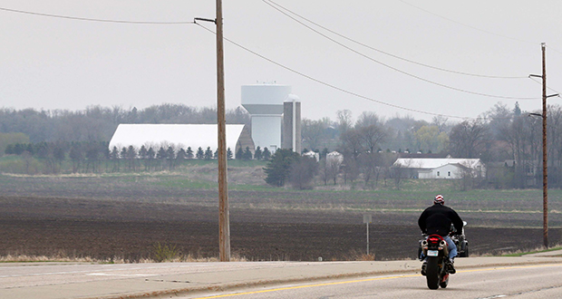 Canadian builder Mattamy Homes is planning a 1,080-unit housing development on 470 acres of farmland along Cedar Avenue in Lakeville. The project, named Avonlea, would likely see its first homes built in 2016. (Staff photo: Bill Klotz)