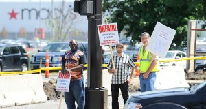 Union members protest the construction site at Ridgedale Center, 12401 Wayzata Blvd., Minnetonka, over concerns about wages and safety conditions. (Photo: Craig Lassig)