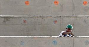 A construction worker works on a 36-floor condominium in Miami. (AP photo: Alan Diaz)