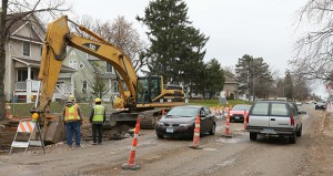 Crews upgrade sewers Friday at the intersection of Penn Avenue North and 29th Avenue in Minneapolis. (Staff photo: Bill Klotz)