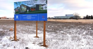 Hennepin County's new $23.5 million library in Brooklyn Park will rise up on this 6-acre site at the northeast corner of 85th Avenue North and West Broadway Avenue. (Staff Photo: Bill Klotz)