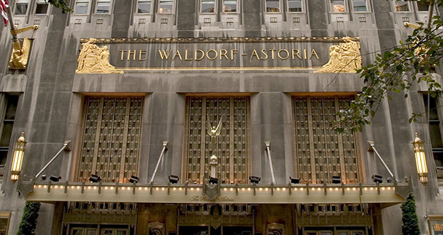 """The Waldorf Astoria hotel in New York on October 25, 2004. China Life Insurance Co. vice president Yang Zheng said """"risk is already accumulating"""" with rising prices for U.S. landmark properties like New York's Waldorf Astoria, which sold in October for $1.95 billion. (Bloomberg file photo)"""