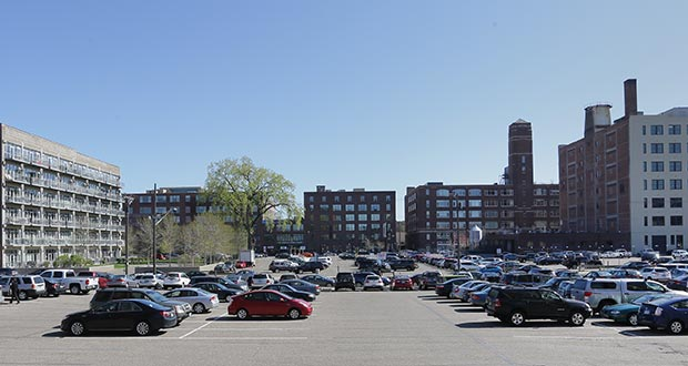 Further development of the North Loop neighborhood in Minneapolis would likely replace well-used parking lots such as these between Washington Avenue (background) and Fourth Street North, which serve area residential and office buildings. (Staff photo: Bill Klotz)