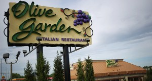 Darden Restaurants Inc. Olive Garden signage stands outside of a location in Louisville, Kentucky on Monday. Darden will split of about 430 properties and transfer them to a real estate investment trust. (Bloomberg photo)