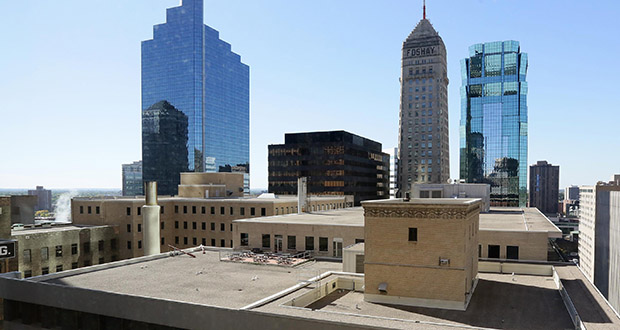 Plans for the Baker Center office complex in downtown Minneapolis include a new conference and fitness amenities on the top floor of the Investors Building, 733 Marquette Ave. S., and a rooftop terrace on the adjacent Roanoke Building, pictured, at 109 S. Seventh St. (Staff photo: Bill Klotz)