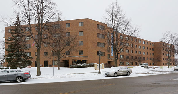 Minneapolis-based Aeon closed Jan. 4 on its purchase of the 99-unit Como by the Lake senior apartments at 901 Como Blvd. E. in St. Paul. The complex was built near the southeast shore of Como Lake in 1985. (Staff photo: Bill Klotz)