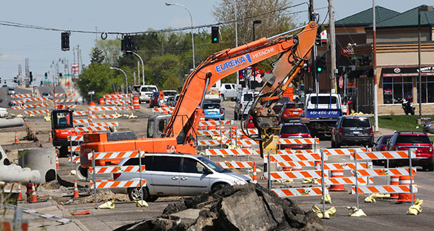 Specific transportation outlays in the Senate bonding bill include $12 million for the Robert Street reconstruction in West St. Paul. In work currently underway, Robert Street has been reduced to two lanes of northbound traffic in the area around Wentworth Avenue. (Staff photo: Bill Klotz)