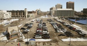 A parking lot at the northeast corner of Hennepin Avenue South and Third Street South in downtown Minneapolis might be occupied by a building for the first time since 1991, when the Nicollet Hotel was demolished. (Staff photo: Bill Klotz)