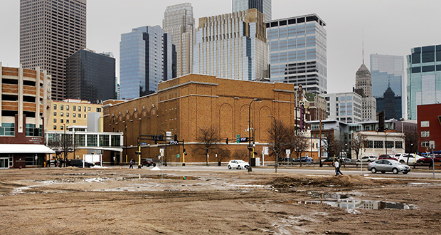 This vacant lot on the 1000 block of Hawthorne Avenue in downtown Minneapolis is the site of a proposed two-hotel development by Eagan-based JR Hospitality. (Staff photo: Bill Klotz)