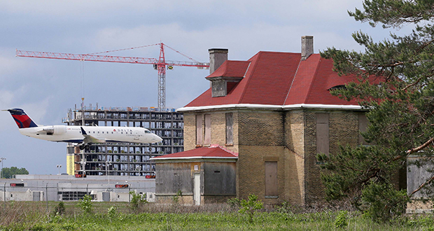 Dominium wants to transform 26 historic structures on Fort Snelling's Upper Post into affordable housing, including this building.  (File photo: Bill Klotz)