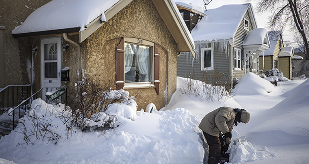 Recent cold snaps have caused natural gas bottlenecks in the Upper Midwest. In this Feb. 24 photo, Tom Sundry shovels the sidewalk in front of his house in Rochester, Minnesota. (Photo: Joe Ahlquist/The Rochester Post-Bulletin via AP)