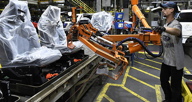 In this Oct. 27, 2017, photo, a worker assemble Ford trucks at the Ford Kentucky Truck Plant in Louisville, Kentucky. (AP file photo)