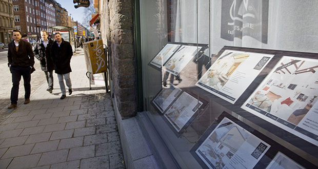 After years of negative interest rates across most of the Nordic region, real estate has emerged as the ultimate target for institutional investors desperately chasing returns. Pedestrians pass residential property advertised in the window of an estate agent in Stockholm, Sweden, on April 4, 2013. (Bloomberg file photo)