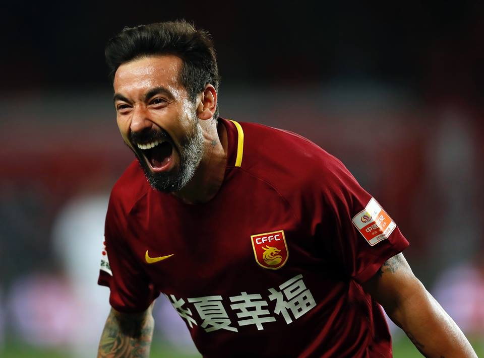 Is Lavezzi the highest paid football player in the world?
