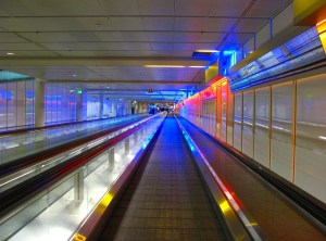 airport-385033_640