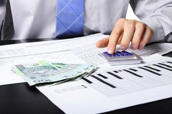 kalkulator, dokumenty i pieniądze