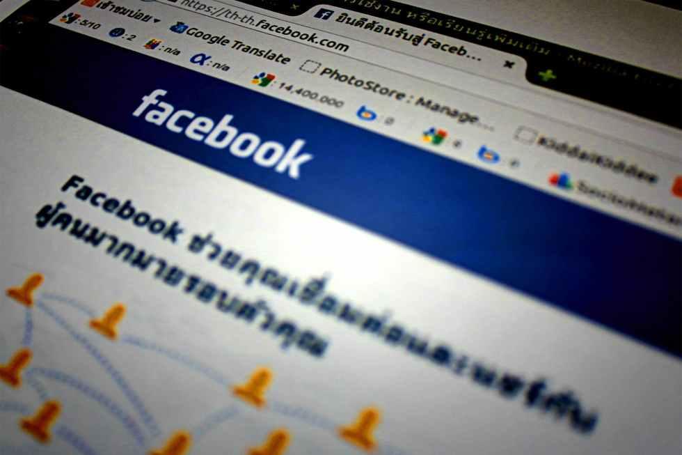 blur browser close up facebook