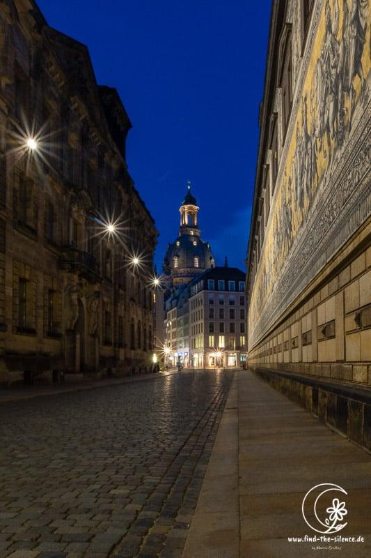 Blick durch die Töpferstraße auf die Frauenkirche