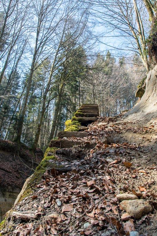 Alte Treppe zum Wasserfall - Fast ein Lost Place