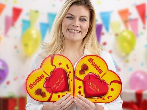 Personliggjort Chokoladeæske med Marabou Hjerter Image