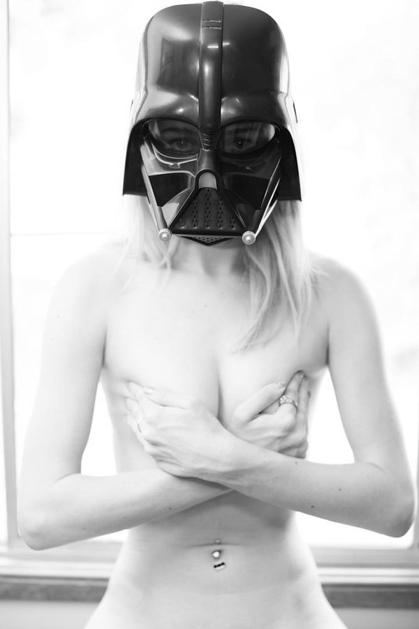Darth Lacy Diamond: Flexible and Nerdy Aussie Camgirl