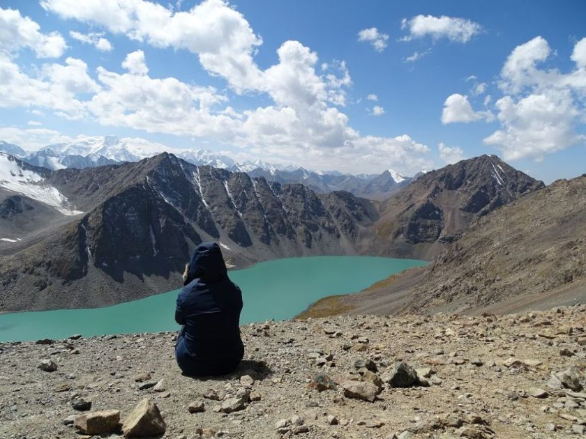 Blick auf den Ala Kul See in Kirgistan