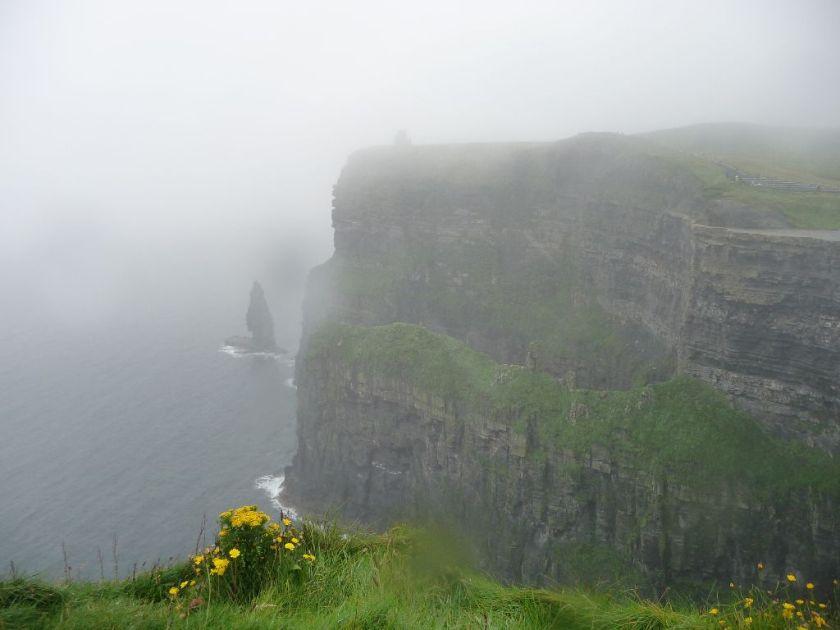 Cliffs of Moher im Nebel