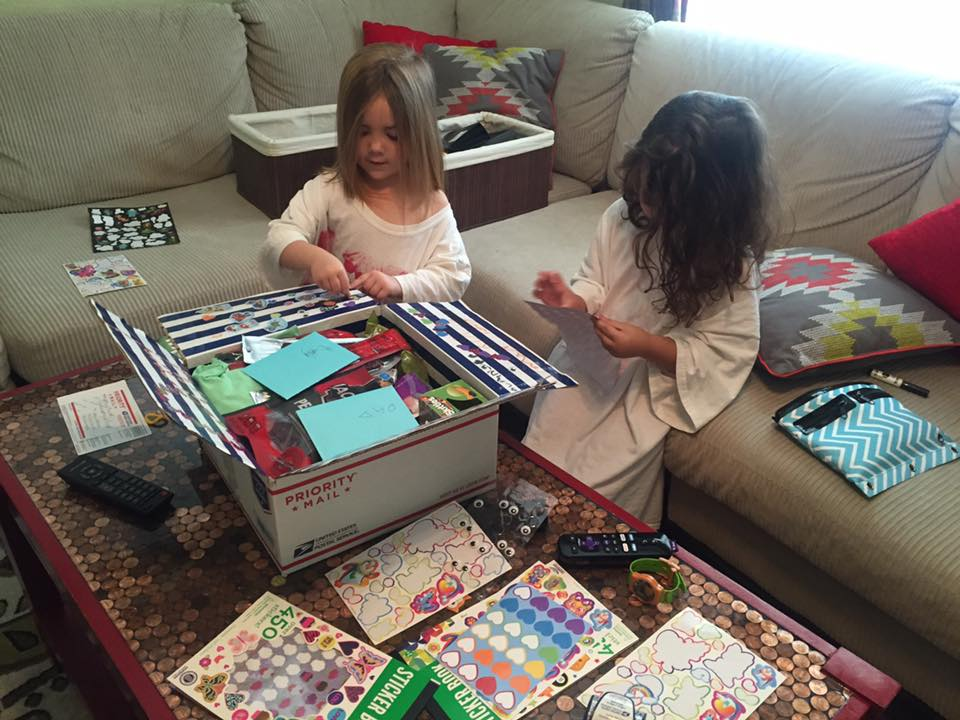 kids decorating care packages for daddy