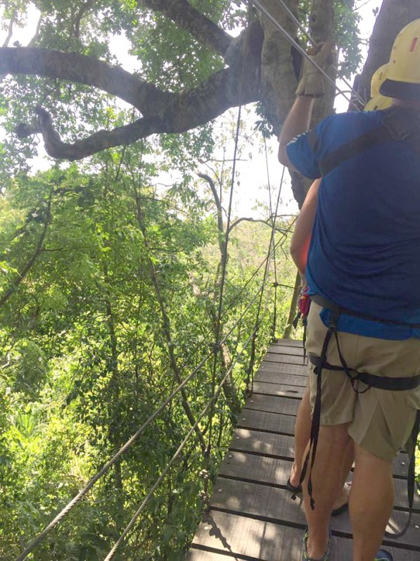 things to do in Roatan go zip-lining