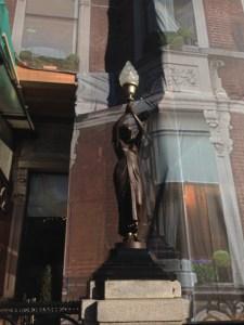 Shelbourne Hotel, Front statue