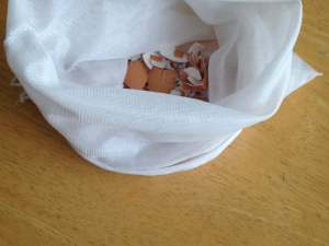 eggshells in a mesh bag to brighten laundry