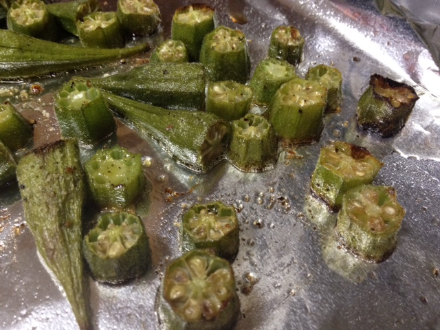 Easy, Healthy Roasted Okra | finding time for cooking blog | this super easy, delicious, & healthy side dish tastes just as good as fried okra but is much healthier, takes less than 30 minutes to make!