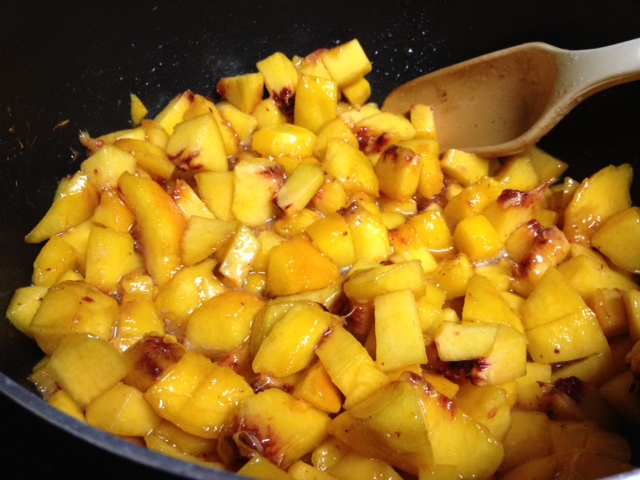 Easy No-Pectin Peach Jam   delicious juicy peaches and some vanilla are all you need for this awesome peach jam...no pectin needed!   finding time for cooking blog