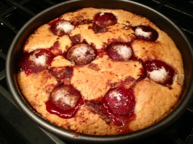 Addictive 1-Bowl Plum Torte | Marian Burros' plum cake is so delicious and so easy to make...I used Smitten Kitchen's version and it takes only one bowl and 15 minutes to get in the oven! A perfect make-ahead dessert recipe, as it's better the next day, easy dessert idea for any occasion! #plums #plumtorte #easydessert